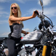Girl on a motorcycle — Stockfoto