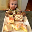 Cute little girl eating cake — Stock Photo