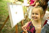 Ritratto di una bellissima bambina — Foto Stock