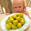 Girl and figs on the plate — Stock Photo