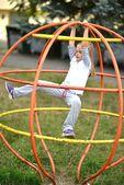 Dziewczynka na plac zabaw — Zdjęcie stockowe