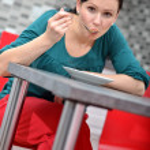 Woman eating — Stock Photo