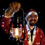 Boże Narodzenie Motyw z santa gospodarstwa magiczne światło w rękach — Zdjęcie stockowe #37203487