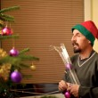 Man decorating the Christmas tree — Stock Photo