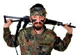 Kızgın askerin silahı beyaz zemin üzerine — Stok fotoğraf