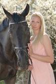 Dark horse a žena — Stock fotografie