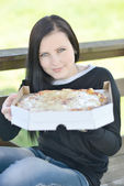 Dziewczyna i pizzy — Zdjęcie stockowe