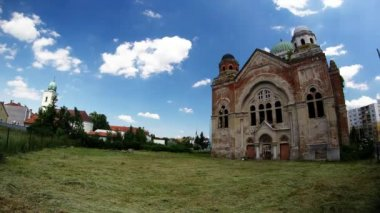 Old synagogue in Lucenec — Stockvideo