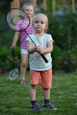 可爱的小女孩打羽毛球 — 图库照片