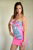 сексуальная женщина в розовом платье — Стоковое фото