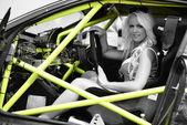 Kobieta w samochodzie sportu — Zdjęcie stockowe