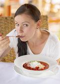 Woman eating Ukrainian and Russian national red borsch — Stock Photo