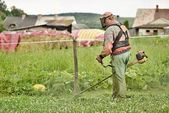 Man cutting grass — Stock Photo
