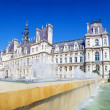 Panoramic photo of Paris City Hall (Hotel de ville) with fountai — Stock Photo