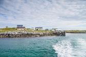 Verlaten van een kleine haven in noord-noorwegen — Stockfoto