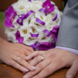 The hands of a newlywed on the background of the wedding bouquet — Stock Photo