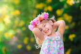 Happy smiling child with flower at summer day outdoor — Foto Stock