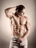 мускулистый мужчина — Стоковое фото
