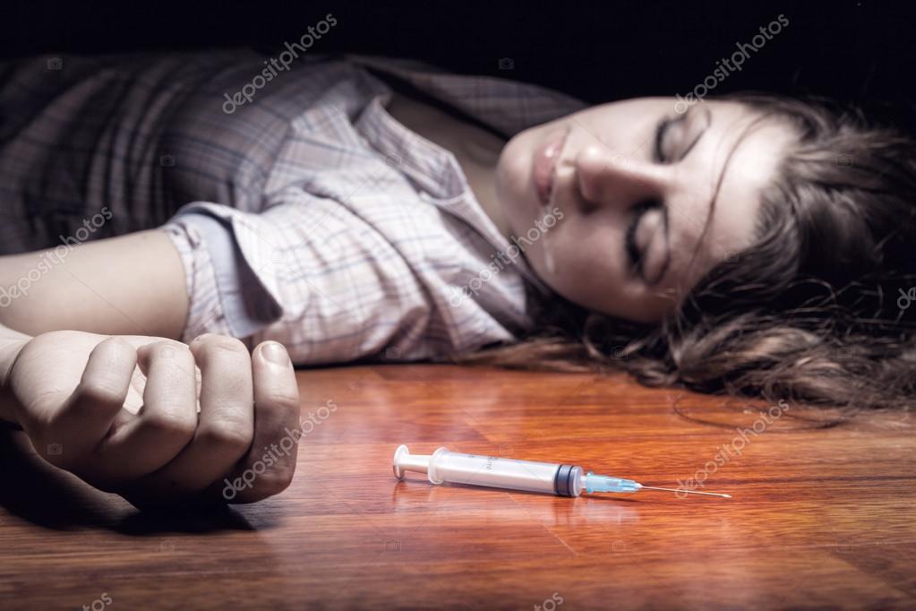 ilaçlarla şırınga - Stok Foto artem_furman #47535941