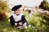 Niño en traje nacional con las ovejas — Stock Photo