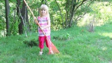 Little girl working in garden — Stock Video