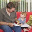 Father and daughter drawing a picture together — Stock Photo