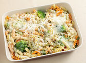 Pasta and broccoli bake from above — Stock Photo
