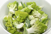Florets of romanescu cauliflower in a bowl — Stock Photo