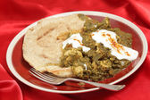 Chicken saag with bread and yoghurt — Stock Photo