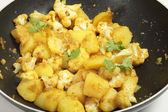Spicy potato and cauliflower aloo gobi — Stock Photo