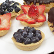 Blueberry and strawberry tarts — Stock Photo