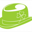 A green leprechaun hat emblazoned with a shamrock — Stock Vector