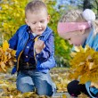Children collecting fall leaves — Stock Photo
