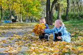 Liitle girl showing her brother her leaves — Stock Photo