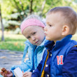 A boy and a girl in the park — Stockfoto