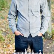 Stockfoto: Mstanding contemplating chessboard