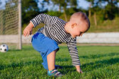 Cute little boy on a soccer field — Stockfoto