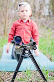 Rifle barrel and child — Stock Photo