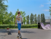 Young teenage girl roller skater — Stock Photo