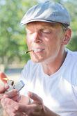 Man lighting up a home rolled cigarette — Foto de Stock