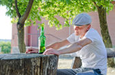 Man enjoying a quiet drink outdoors — Stock Photo