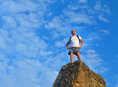 Determined man standing on mountain top — Stok fotoğraf
