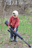 Small boy lugging a sporting rifle — Stock Photo