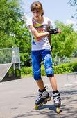 Pretty teenage girl skating in a skate park — Stock Photo