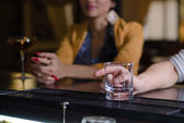 Man with an empty glass at the bar — Stock Photo