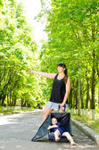 Mother and son hitchhiking — Stock Photo