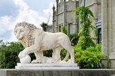 Lion statue outside a castle — Stock Photo
