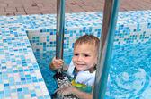 Cute little boy enjoying a swim in a pool — Stock Photo