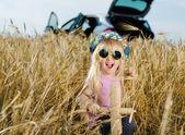 видом на загородную местность с трактор — Стоковое фото