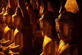 Buddhas inside Pindaya cave in Myanmar — Stock Photo